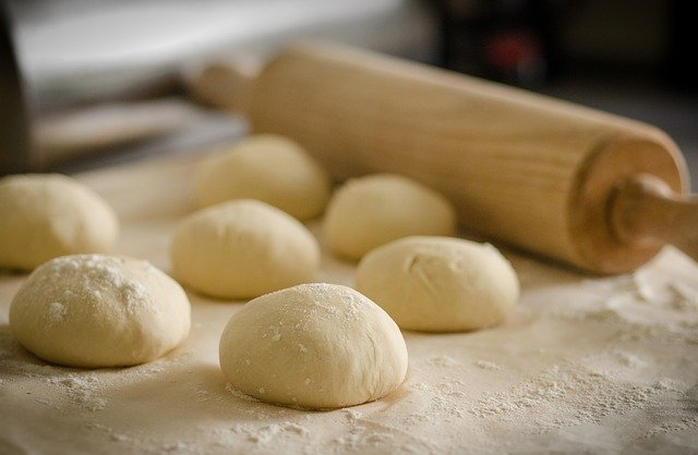 meunier industriel tas de pâtes et rouleau à pâtisserie